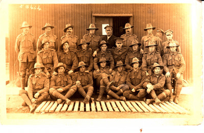 Sepia toned photo of a troop of Australian WW1 soldiers in uniform